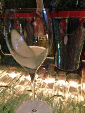Hotel Greif: il cocktail con cetriolo, sambuco, gin e spumante