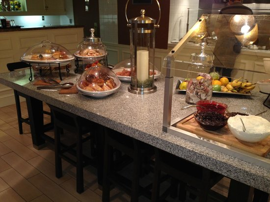 Hilton Garden Inn Orlando at SeaWorld: Breakfast Buffet