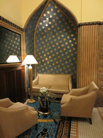 Art Deco Hotel Imperial: Seating area on ground floor
