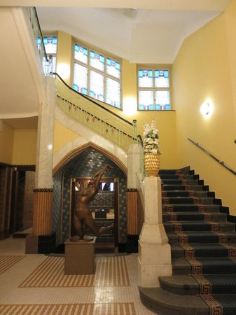 Art Deco Hotel Imperial: Stairway from room to ground floor restaurant entrance
