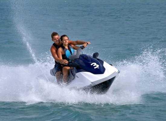 H2O Sports Hawaii - Seabreeze Watersports : Jet Skiing in beautiful Maunalua Bay