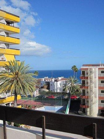 Las Arenas Apartamentos: uitzicht van ons balkon