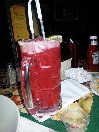 Caleco's Restaurant: Our 32oz Strawberry Margarita!