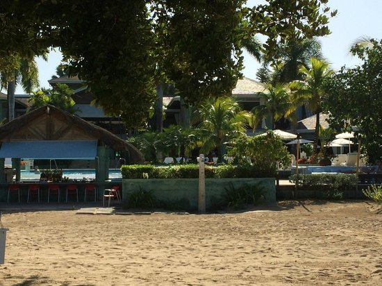 Couples Negril : looking back to the pool bar from beach
