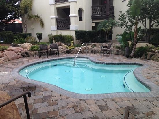 Embassy Suites by Hilton Mandalay Beach Resort : Hot Tub