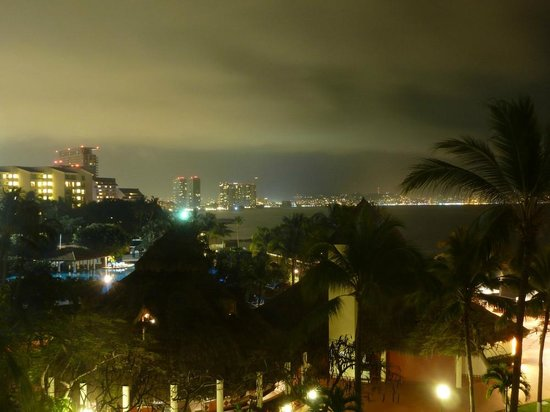 Meliá Puerto Vallarta All Inclusive: View from room 1421 at night