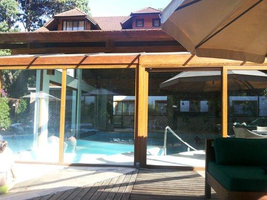 Piscina coberta picture of bavaria sport hotel gramado for Piscina coberta
