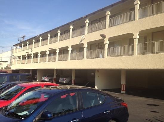 Rodeway Inn Convention Center: Rear parking lot