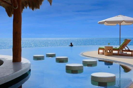 The Resort at Pedregal: Crudo Pool Bar