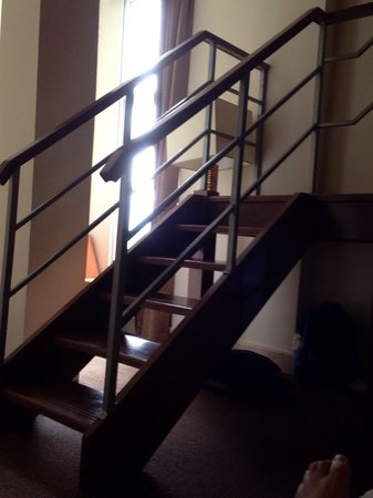 Serela Riau Bandung: Stairs to the upper room