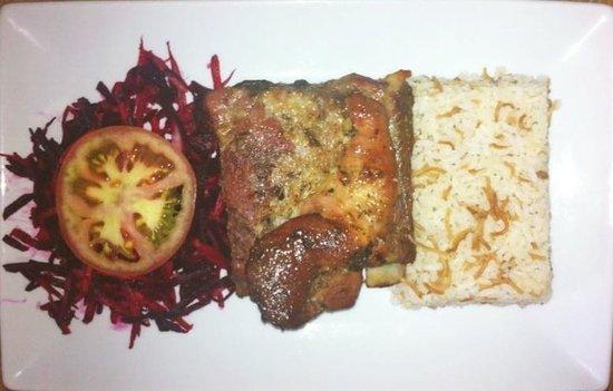 Top Tapas : Uno de nuestros platos de menú ejecutivo. Costilla de cerdo al horno .