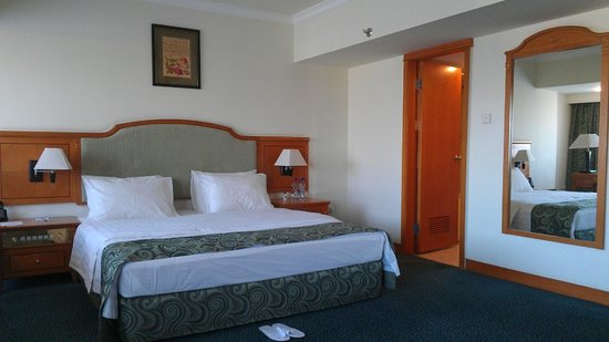 Ramada Tashkent: Room inside