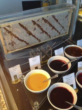 Burj Al Arab Jumeirah: honey comb where you can get fresh honey at breakfast