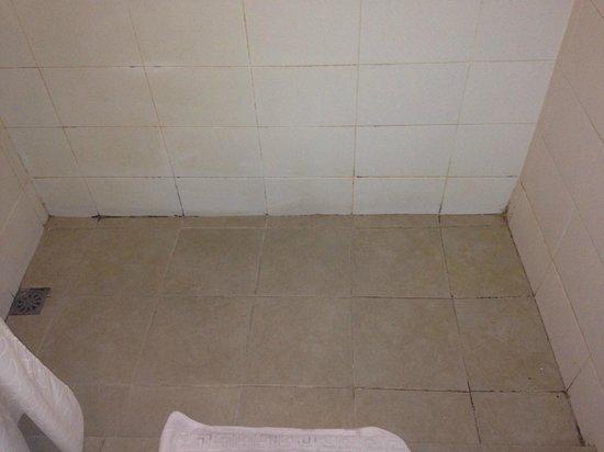 The Oasis Paco Park Hotel: salle de bain