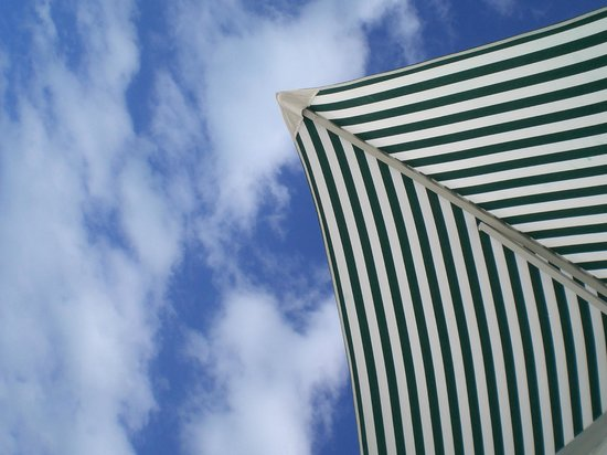 Isla Pasion : sky view from under the umbrella