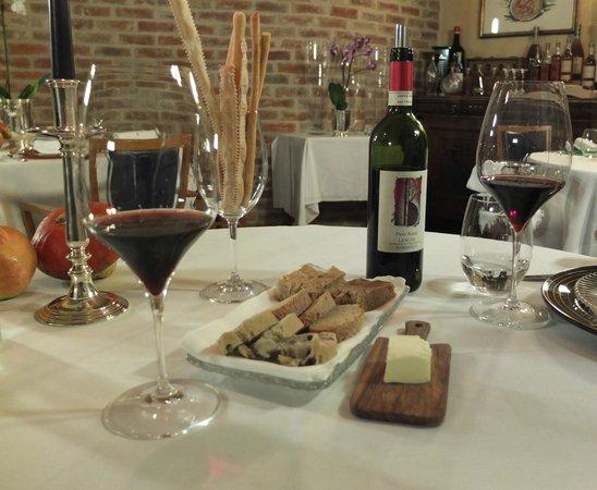 Dulcis Vitis: Breads and wine