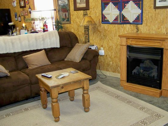 The Gathering Place Retreat Center: The Cabin has a fireplace for those cold winter nights