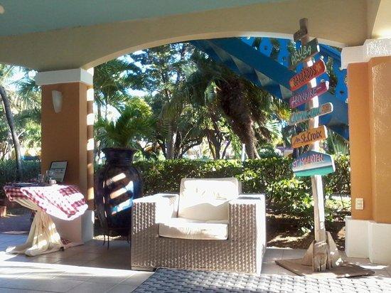 Divi Flamingo Beach Resort and Casino: front lobby