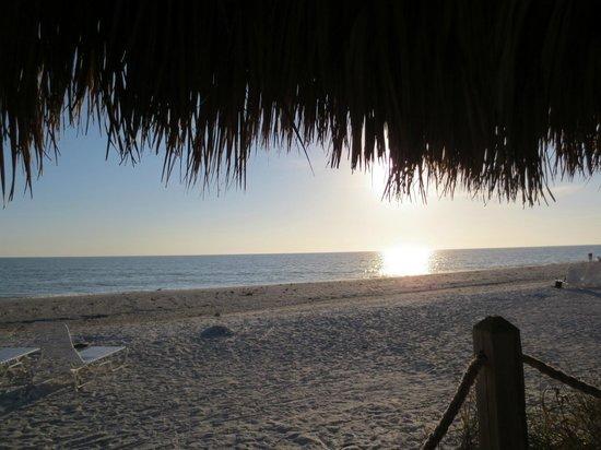 Sunset Beach Inn: Beach