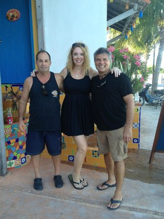 El Milagro Beach Hotel and Marina: Eric the owner on left. He's done an amazing job. Look at the before picture book when you stay.