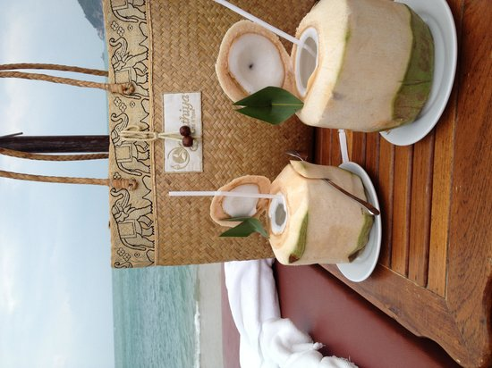 Santhiya Koh Phangan Resort & Spa: coconut juice