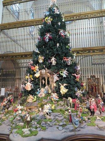 Metropolitan Museum of Art : Christmas tree at the NY Met