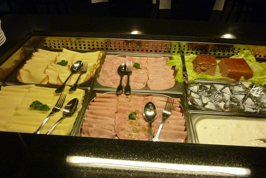 Hotel Elysee: cold meats for breakfast very good