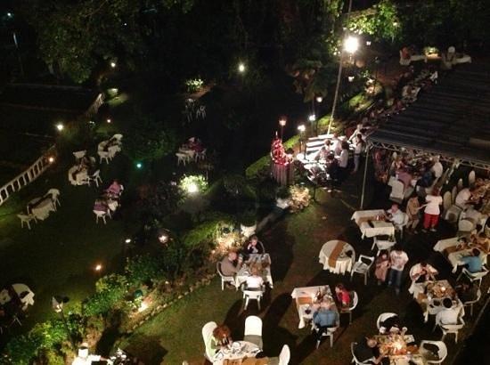 Hotel Suisse: dinner in the gardens