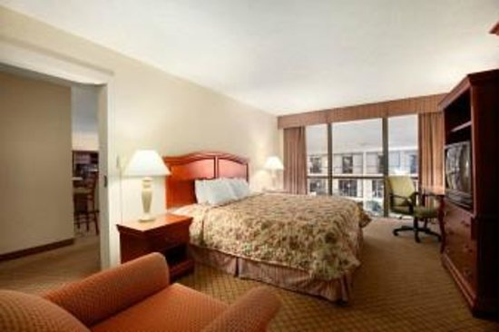 Days Inn Columbus Airport: King Suite