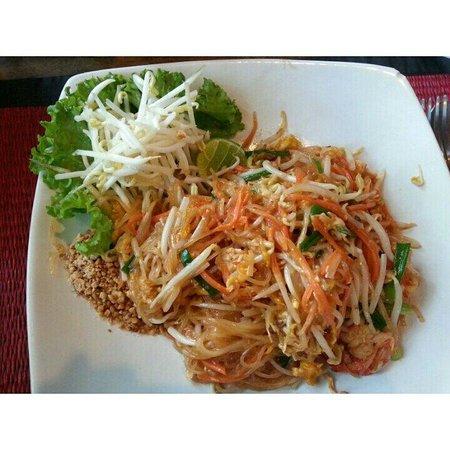 Anchor Inn: Pat Thai Prawn. Yum!!