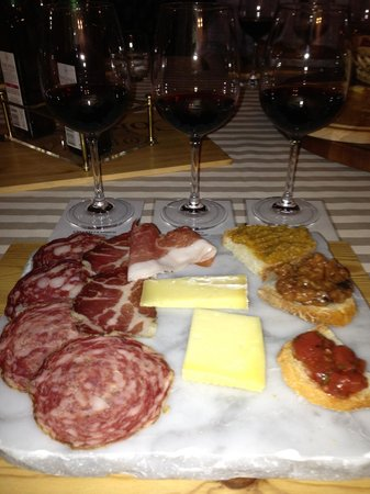 Tuscan Wine Tours by Grape Tours : Lunch!