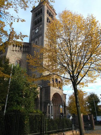 St. Peter und Paul Kirche : Potsdam, Alemania, Iglesia de San Pedro y San Pablo. Vista exterior.