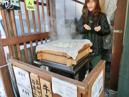 Hida-Takayama Miyagawa Morning Market: 飛騨牛まん