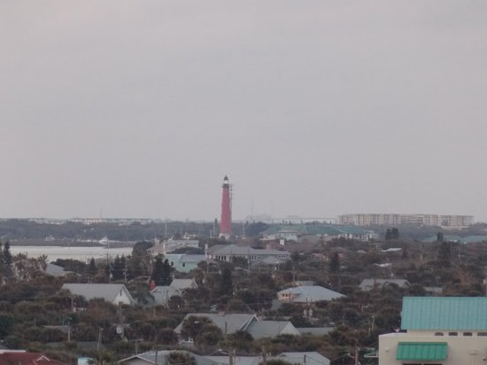 Best Western New Smyrna Beach Hotel & Suites: Lighthouse from North facing balcony