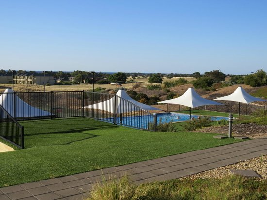 Links Lady Bay Resort: Pool area
