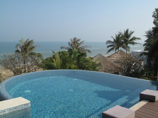 Aleenta Hua Hin Resort & Spa: Infinity pool