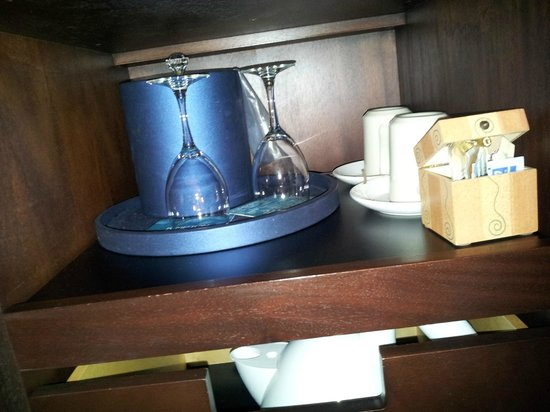 Kimpton Topaz Hotel : Glasses, ice bucket, coffee & tea, kettle underneath