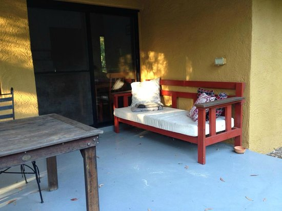 Milton Country Cottages : Breakfast on the verandah
