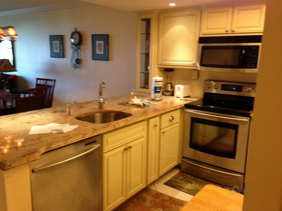 Sanibel Inn: 2nd Condo - Kitchen