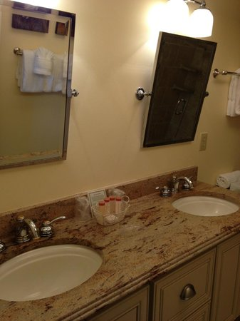 Sanibel Inn: 2nd Condo - Master Bath