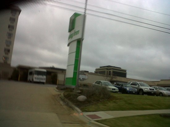 Holiday Inn Rolling Meadows - Schaumburg Area: the big sign board so you cannot miss it