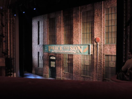 Kinky Boots on Broadway: The stage