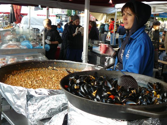 Fish Market : Fish Curry and Steamed Mussels
