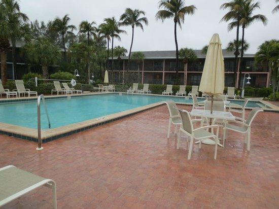 Sanibel Inn: Pool
