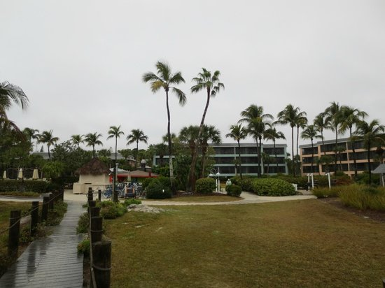Sanibel Inn: Looking back at our condo building (the green one)