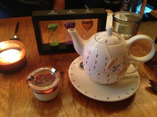Seasons Restaurant: Tea with Panna Cotta