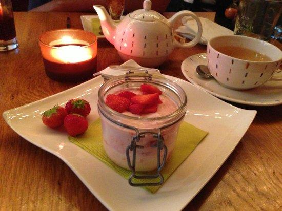 Seasons Restaurant: Strawberry Cheesecake (gluten free)