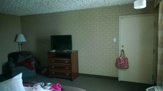 Holiday Inn Countryside : plain, blank decor
