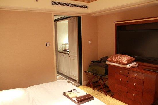 The St. Regis Beijing: Bedroom corridor