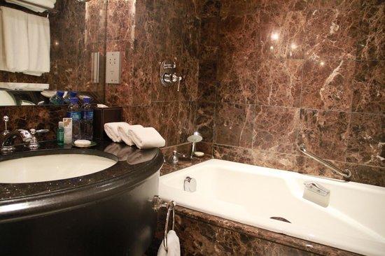 The St. Regis Beijing : Bathroom